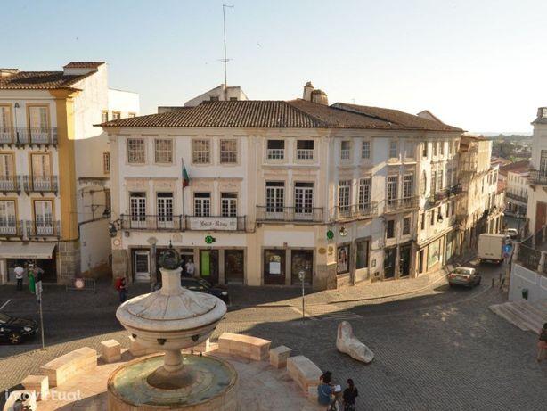 Vende-se Prédio no Centro Histórico de Évora