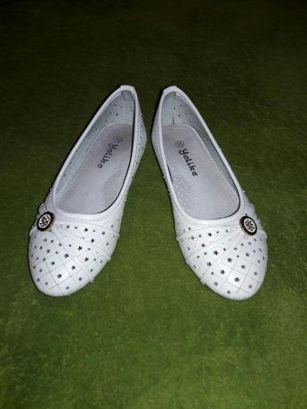 Мешти туфлі для дівчинки
