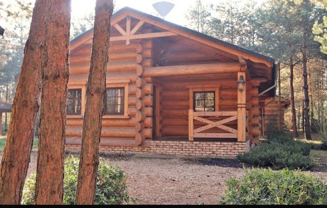 Uroczy dom w lesie. Cisza i spokoj.