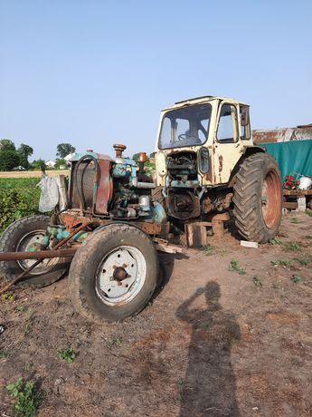 Трактор юмз знятий з екскаватора