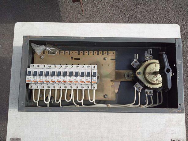 Щит осветительный ЩО-12 в электросборке с автоматами ПВ3-100 МЗБ.