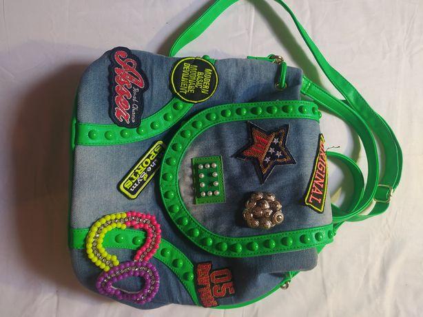 рюкзак джинсовий з крутими сучасними нашивками