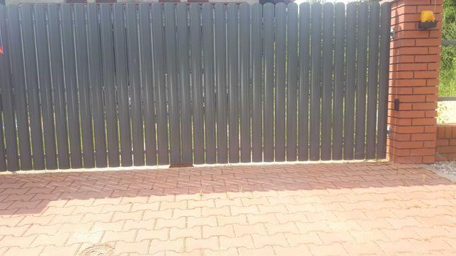 Sztachety metalowe na ogrodzenia