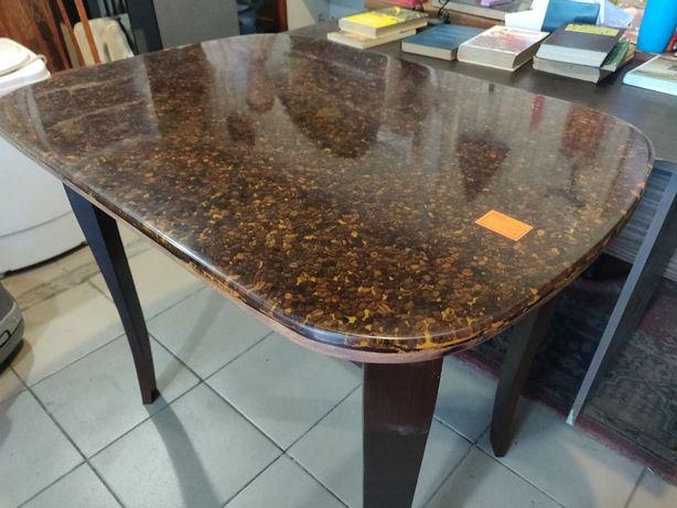 кухонный стол с эпоксидной смолой
