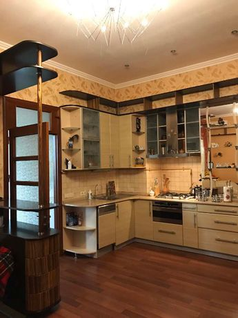 Продам 3-х комнатную квартиру по ул.Коммунаров