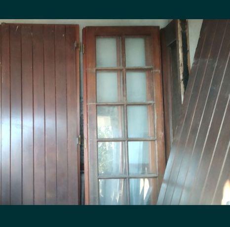 Portas e portadas em Afzelia