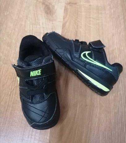 Adidaski Nike roz. 21.