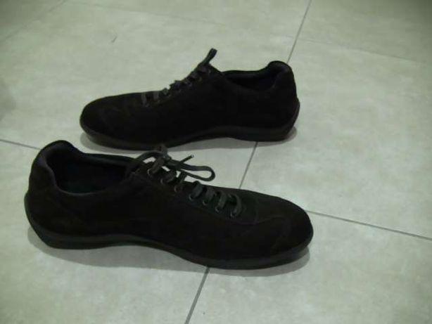 Sapatos novos de Homem de camurça