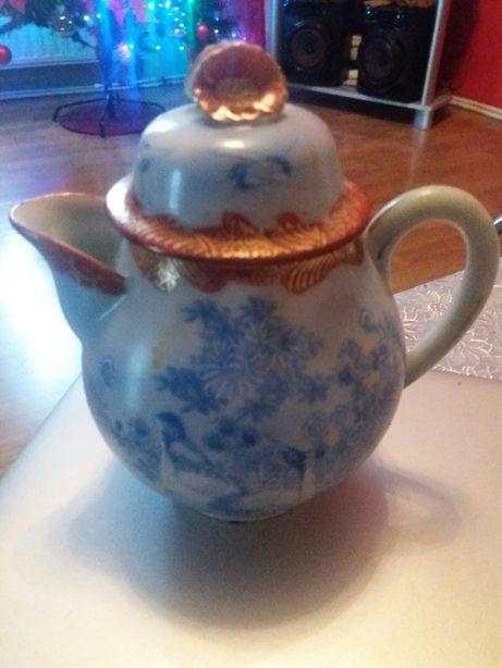 Ładny imbryczek z porcelany ręcznie zdobiony