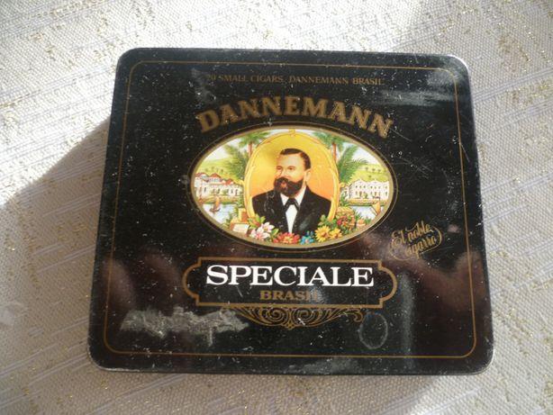 stare pudełko po cygaretkach Dannemann
