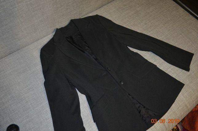 Удлиненный пиджак на девочку