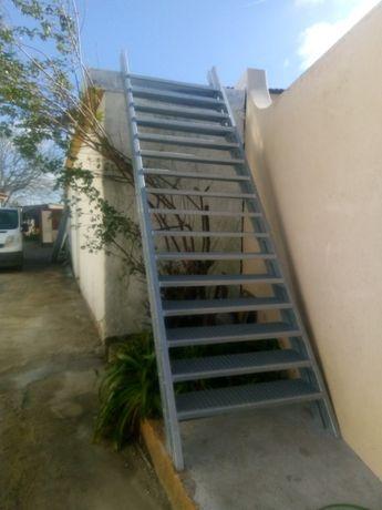 Escada nova zincada