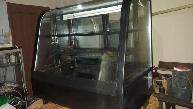 Холодильная кондитерская витрина