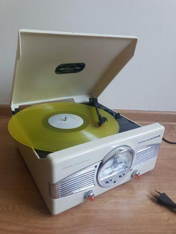 Gramofon retro kremowy z radio.