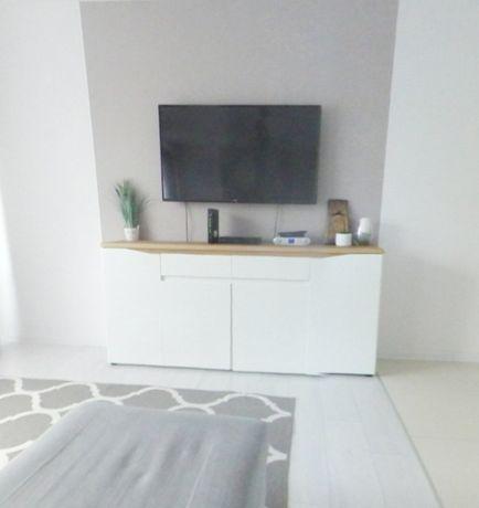 Biała  komoda z baltem drewnianym