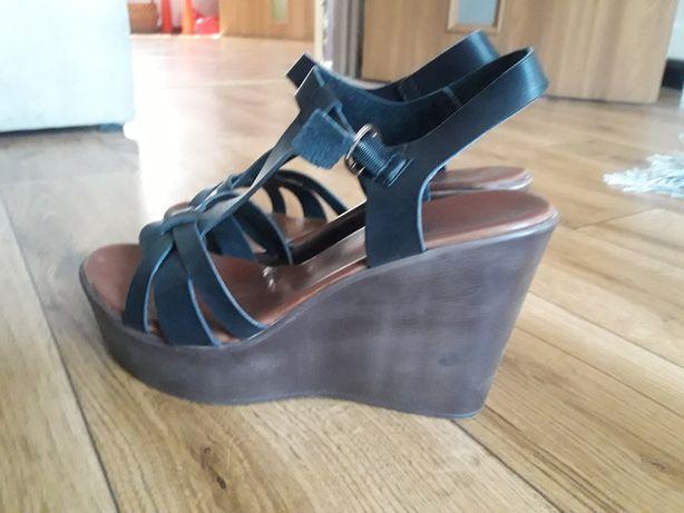 Buty,sandały na koturnie 38