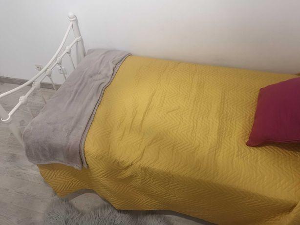 Vendo cama com colchão como novo