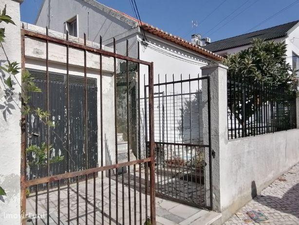 Moradia com 2 casas | Rc e 1º andar | Quinta do Conde