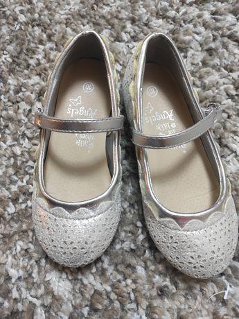 Красивые туфельки 28 размер