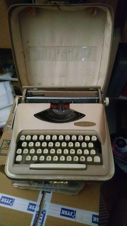 Máquina de escrever SINGER, HCESAR