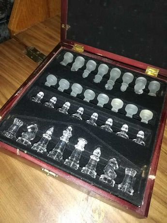 Jogo de Xadrez em caixa de madeira espelhada