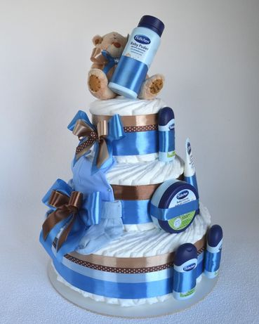 Подарок из подгузников/памперсов с косметикой. Подарок новорожденному.