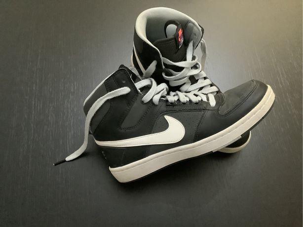 Ténis Nike (Tam 38,5)