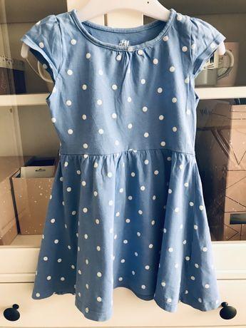Niebieska sukienka w kropki