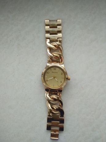 Часы Bershka