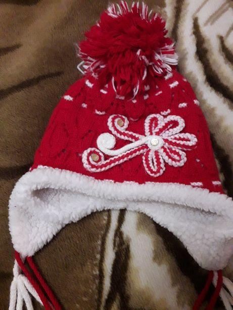 Продам зимнюю шапку для девочки 5-8 лет