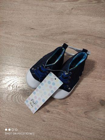 Sprzedam buciki dla niemowlaka 6-12miesiecy Nowe