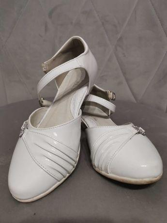 Białe buty, półbuty CCC Nelly Blu rozmiar 34 komunia