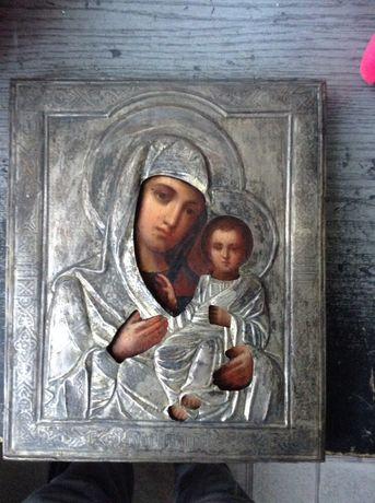 Старинная икона в серебренном окладе.