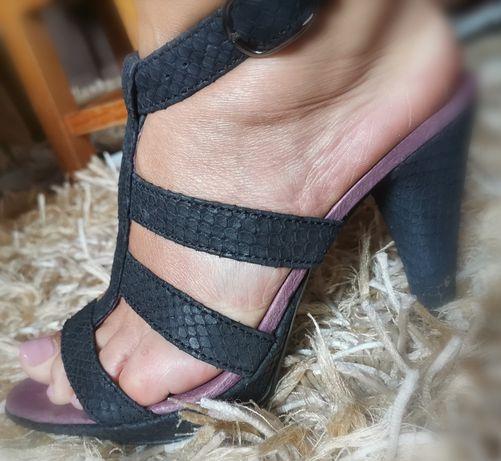 Sandália salto alto preta