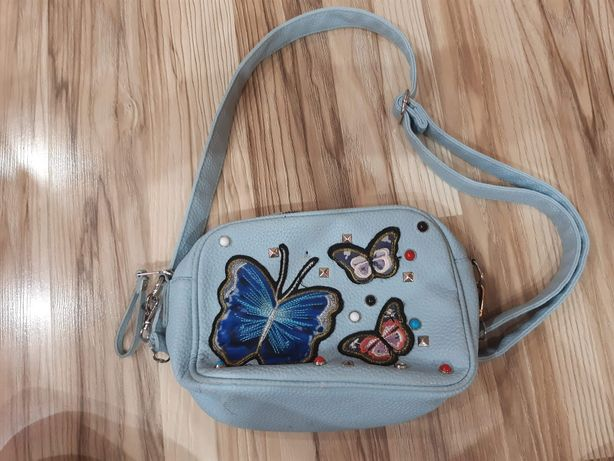Niebieska torebka z motylkami i cekinami