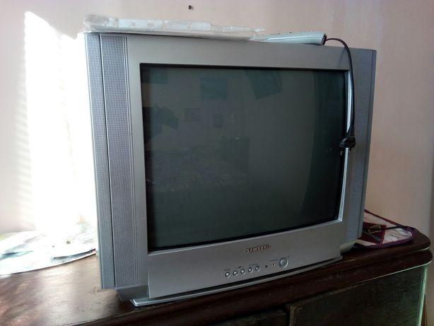 Телевизор Самсунг в рабочем состоянии