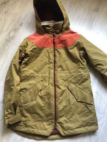 Куртка Burton б/у(состояние идеальное,один раз одета,не стиралась еще)