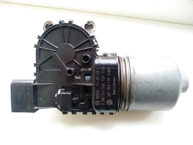 Двигатель стеклоочистителя, моторчик дворников Jetta 6