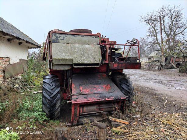 Продам зернозбиральний комбайн MF 525