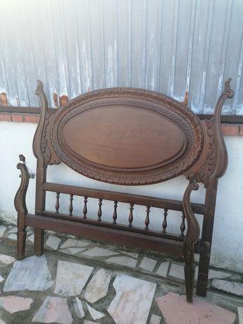 Cama antiga em madeira de castanho maciço