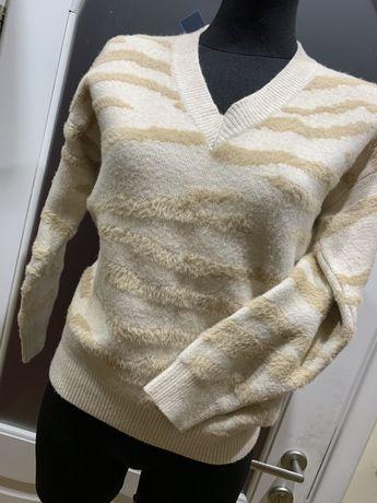 Miękki sweterek