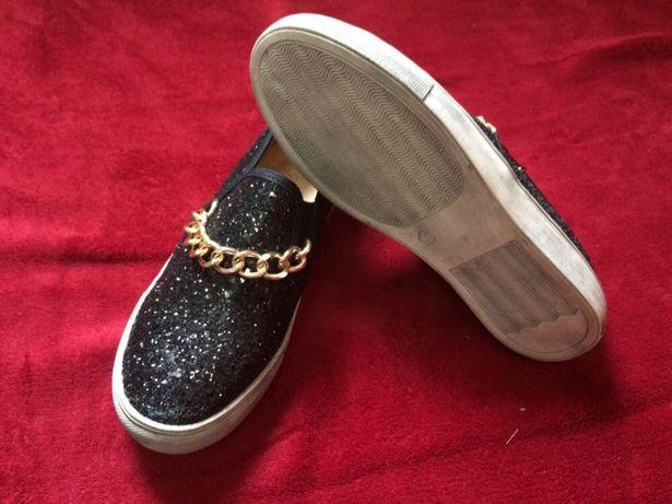 Tenis ou sapatos pretos