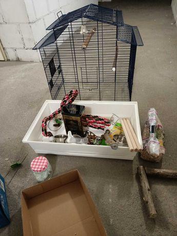 Wyposażona klatka dla papug