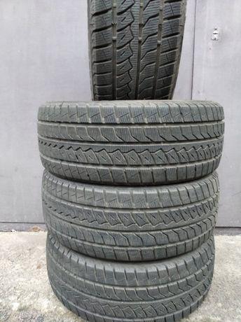 Продам зимние шины комплект FARROAD SILICA 205/55 R16