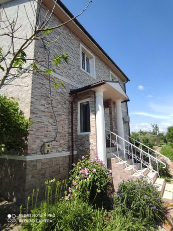 Продам 2х этажный капитальный дом с евроремонтом на Каролино-бугазе!