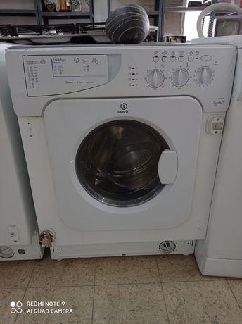 Máquina de lavar e secar de encastre.Entrego em casa