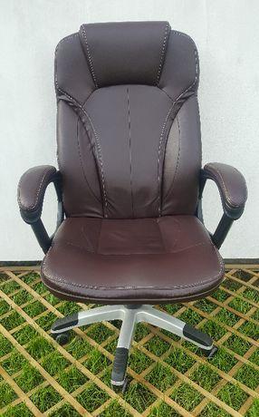 Obrotowy fotel biurowy [gamingowy, gracza]