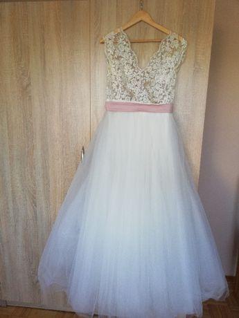 Suknia ślubna-koronka