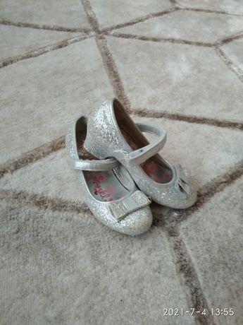 Туфельки для маленької модниці