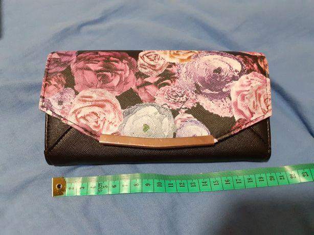 duży portfel w kwiaty